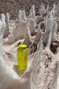 Los penitentes son formaciones de hielo, como puntas afiladas, comunes en los Andes semi-áridos. Pueden alcanzar diferentes dimensiones desde centímetro hasta metros de altura. Los científicos los analizan para saber cómo afectan a la dinámica del glaciar y/o en su contribución de agua.