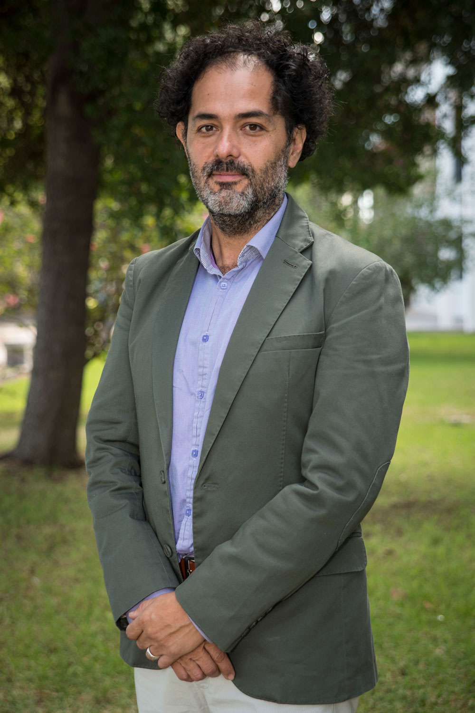 Dr. Carlos Olavarría