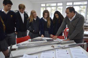 Junto con las explicaciones teóricas, los asistentes también pudieron conocer y manejar diferentes instrumentos de trabajo científico.