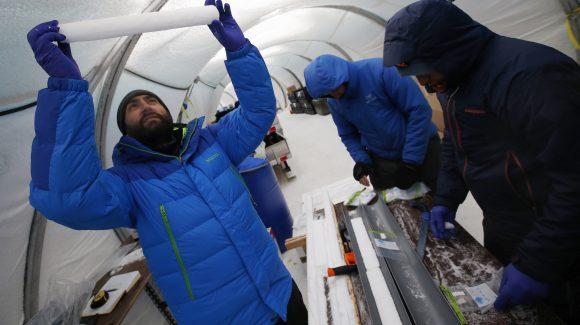"""Con apoyo CEAZA: Científicos validan uso del hielo antártico como """"termómetro"""" del clima pasado"""
