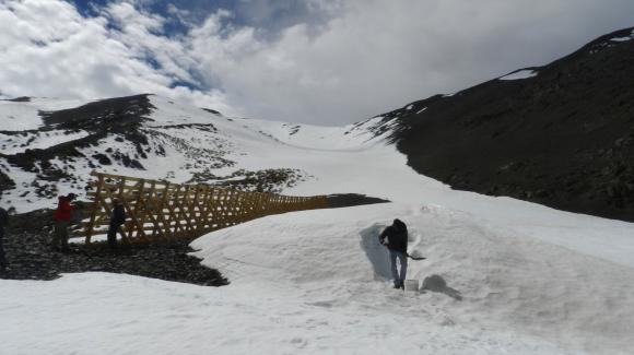 Realizan presentación sobre utilidad de barreras de nieve en Seremi de Obras Públicas de Santiago