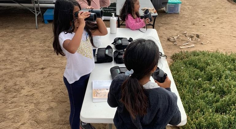 En el Día Internacional de los Humedales: Entregan kit de observación de aves de uso gratuito para la comunidad